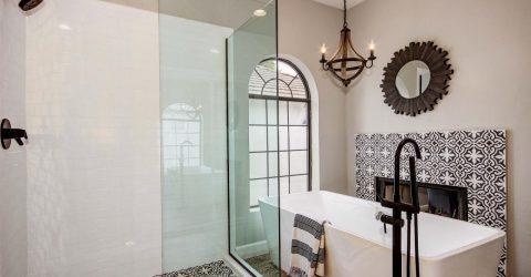 Keramik Motif Tegel Kunci Untuk Interior Kamar Mandi Dengan Style Vintage Klasik Tegel Semen Motif Kunci Terbaik