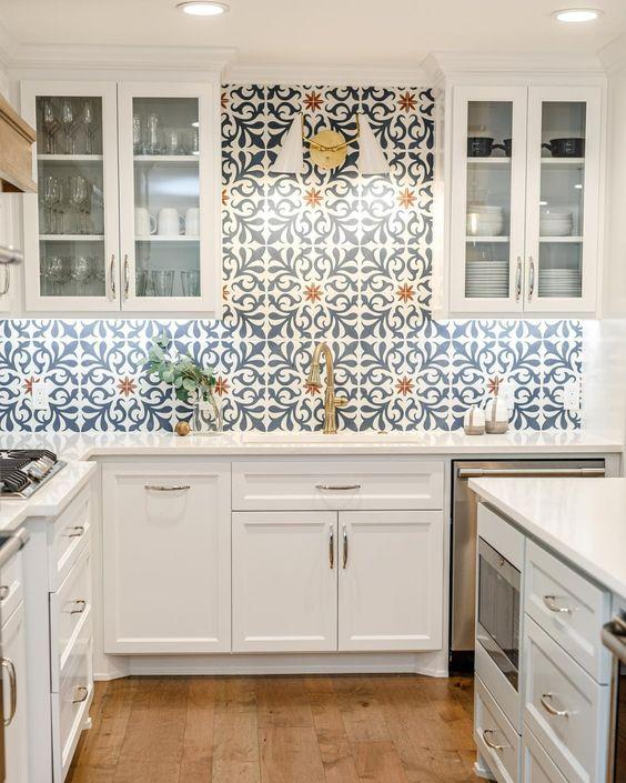 Inspirasi Interior Dapur Backsplash Dengan Tegel Kuno Gaya Kontemporer